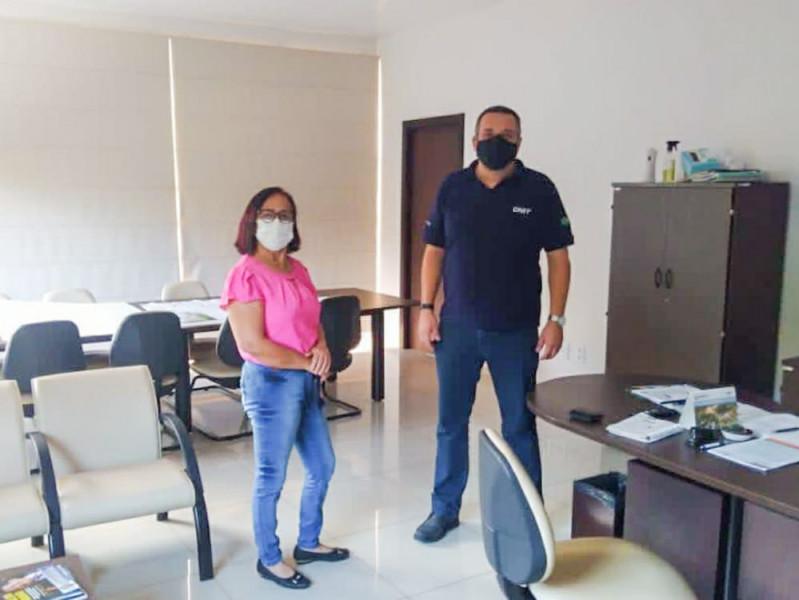 Prefeita Maria Aparecida junto com o Superintendente Regional do DNIT Flávio Ferreira de Assis.