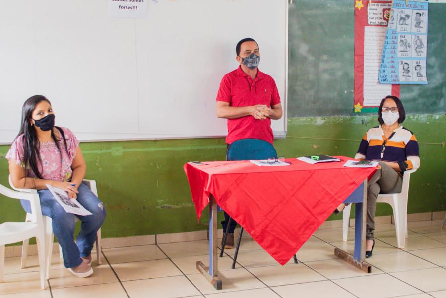 Secretário de Educação, João Campos, apresentando Plano de Ação. Foto: Telma Viana